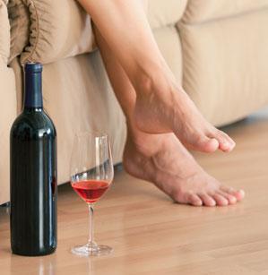 Alkohol sorgt - entgegen der Meinung vieler - nicht für einen erholsamen Schlaf.